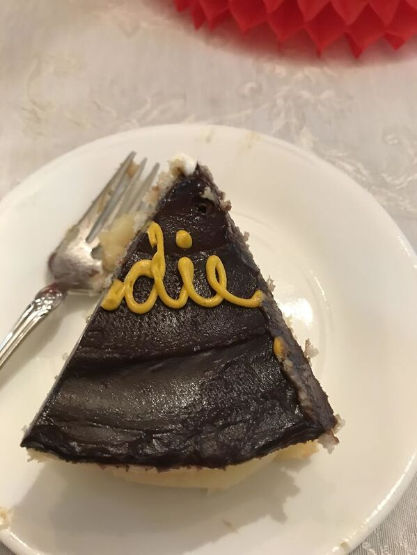funny people having a worse day, well that sucks, cake that says die on it