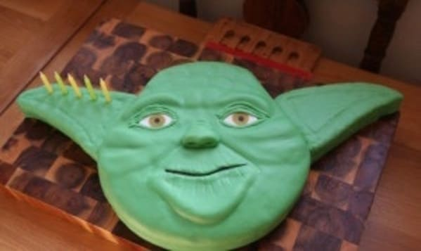 Cakes with threatening auras, funny weird cake, strange designs on cake, wtf cakes, hilariously weird desserts, funny pics