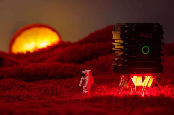Tiny Wasteland, Instagram cool photos of small objects, dioramas of dystopia, tinywasteland, cool art made of tiny people in everyday items, funny odd photos of small people in small things, WTF, Peter Csakvari