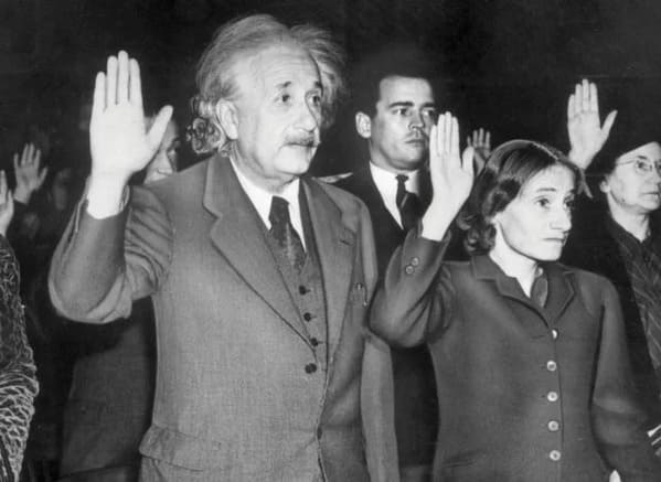 Einstein holding up hand to take pledge, Funny Fake history photos, r fakehistoryporn, facts about history that are not true, false textbook photos, historical pics with funny captions, lol, jokes, old photos with hilarious explanations, funny pics