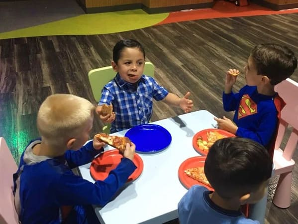 little kid eating pizza but he looks like a mobster, Funny Fake history photos, r fakehistoryporn, facts about history that are not true, false textbook photos, historical pics with funny captions, lol, jokes, old photos with hilarious explanations, funny pics